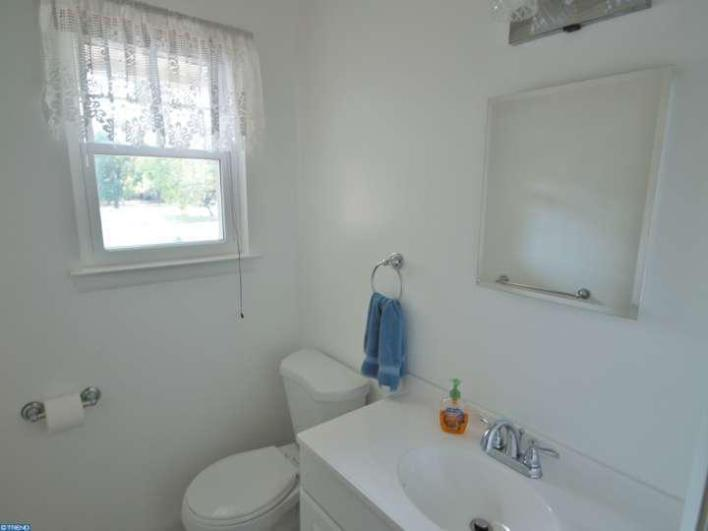 DIY home projects, DIY home decorating, DIY half bath decor